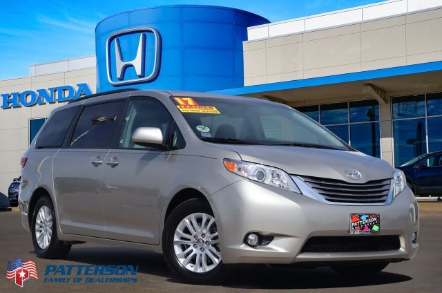 Pre-Owned 2017 Toyota Sienna XLE Auto Access Seat